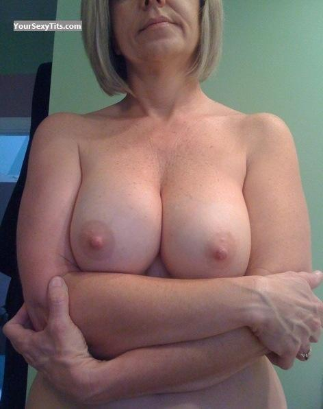 Tit Flash: Medium Tits By IPhone - Bit 'o Honey from United States